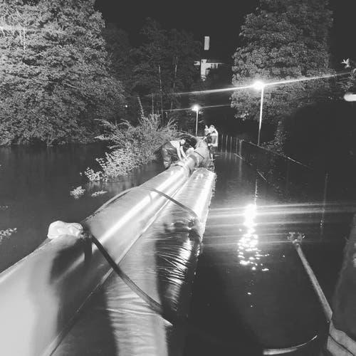 In der Nacht trat der Wettibach über die Ufer. (Bild: Feuerwehr Buchs)