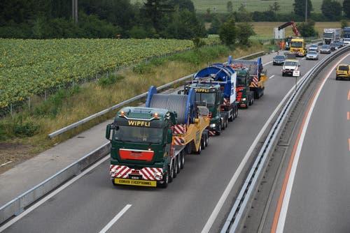 Auf der Autobahn waren die drei Lastwagen mit bis zu 50 km/h unterwegs. (Bild: Simon Vogt / Jungfraubahnen)