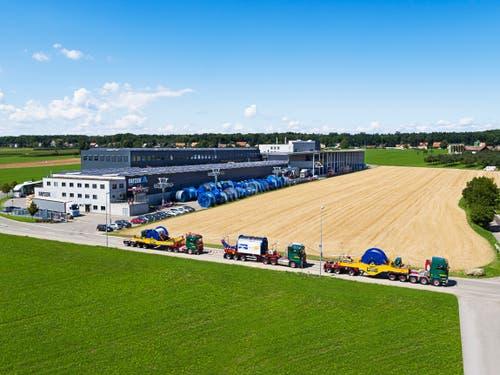 Gestartet war der ausserordentliche Schwertransport am Vortag auf dem Areal des Drahtseilwerks Fatzer AG in Romanshorn. (Bild: Alexander Strauch / Fatzer AG)