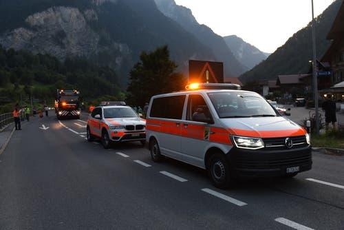 Die Polizei begleitete den Konvoi. (Bild: Simon Vogt / Jungfraubahnen)