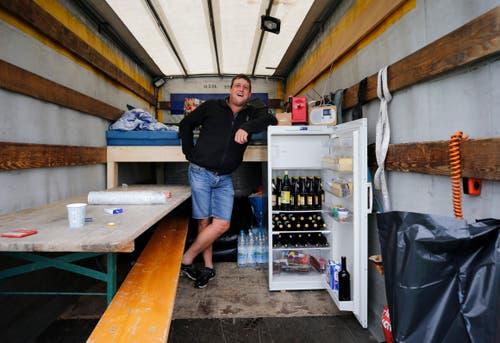 Pius Breitenmoser hat einen gut gefüllten Kühlschrank. (Bild: Stefan Kaiser)