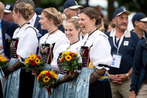 Die Ehrendamen haben sichtlich Spass am Eidgenössischen. (Bild: Maria Schmid, 23. August 2019)