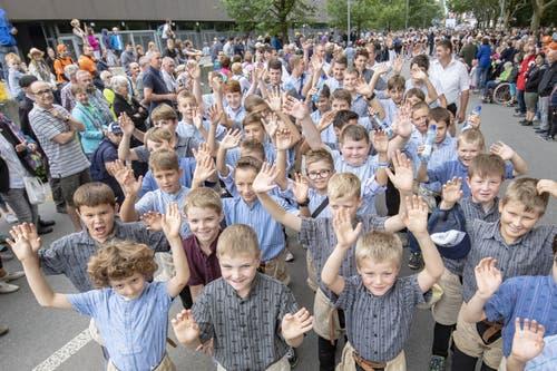 Jungschwinger posieren beim Festumzug. (Bild: KEYSTONE/Urs Flüeler, 23. August 2019)