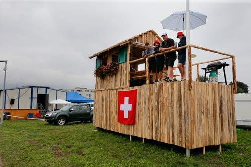 Gewisse Besucher nutzen sogar das Dach ihres Gefährts. (Bild: Stefan Kaiser)
