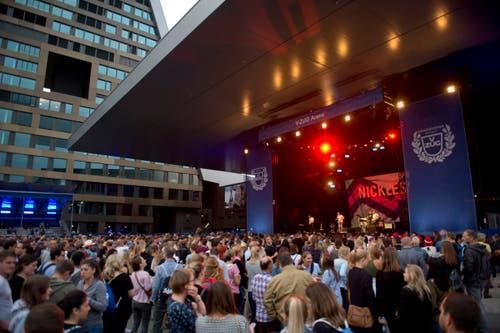 Die Besucher am Konzert von Nickless. (Bild: Maria Schmid, Zug, 23. August 2019)