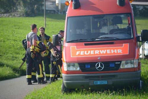... Feuerwehr, Sanität und der... (Bild: David Scarano)