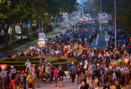 Anreise der Besucher am Samstag Morgen in Zug. (Bild: Stefan Kaiser, 24. August 2019)