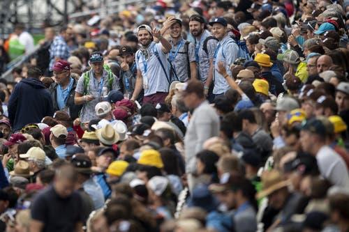 Besucher in der Arena. (KEYSTONE/Ennio Leanza, 24. August 2019)