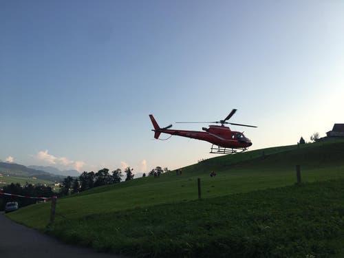... Spezialisten der Flugunfalluntersuchung SUST eingeflogen. Diese kamen direkt... (Bild: Raphael Rohner)