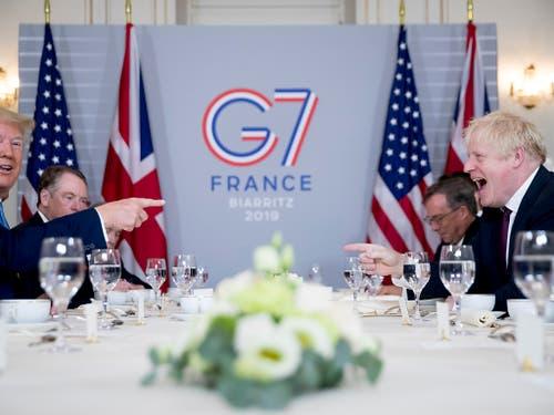 US-Präsident Donald Trump (l.) und Grossbritanniens Premierminister Boris Johnson am G7-Gipfel in Biarritz. (Bild: KEYSTONE/AP/ANDREW HARNIK)