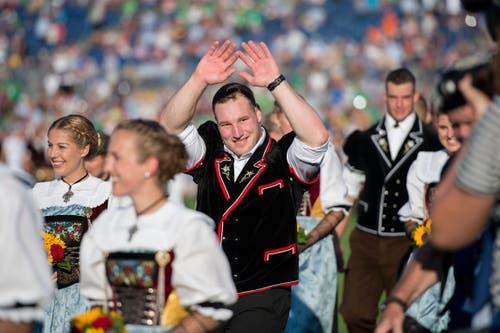 Auch Joel Wicki lässt sich feiern. (Bild: Maria Schmid, Zug, 25. August 2019)