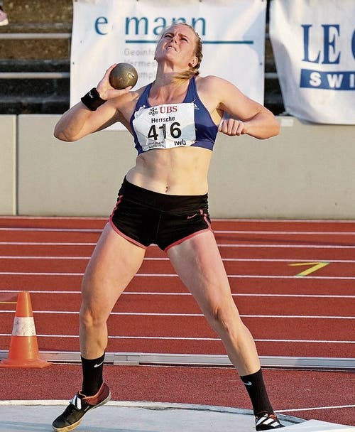 Lea Herrsche verbesserte ihren Saisonbestwert auf 13,96 m.