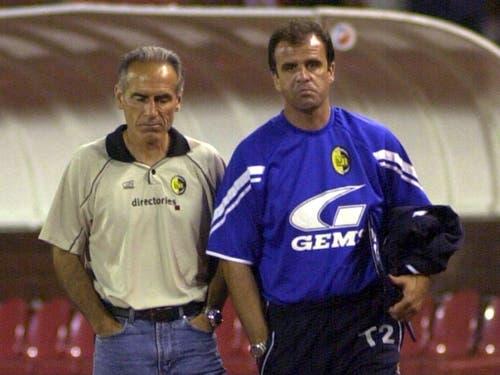 Auch die Mienen vom damaligen Trainer Hans-Peter Zaugg und Assitent Erminio Piserchia sprechen Bände (Bild: KEYSTONE/ALEKSANDAR DJOROVIC)