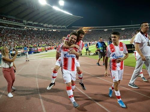 Gross ist die Freude dagegen beim serbischen Meister Roter Stern und seinen Anhängern (Bild: KEYSTONE/EPA/ANDREJ CUKIC)