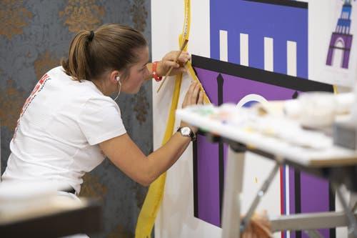 Dekorationsmalerin Daniela Ziller konzentriert an der Arbeit. (Bild: SwissSkills)