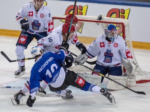 Jérôme Bachofner und die Zuger geraten gegen den dänischen Gegner Rungsted nur vorübergehend in Schieflage (Bild: KEYSTONE/URS FLUEELER)