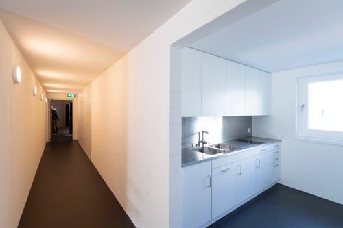 Bei den Vereinsräumen hat es auch eine kleine Einbauküche.