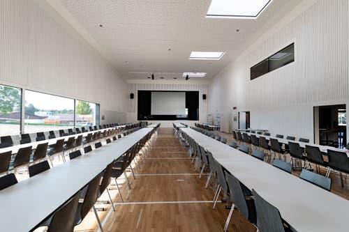 Zwischen 300 und 400 Personen haben Platz im Saal. Hier sind auch Sportveranstaltungen möglich.
