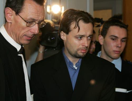 Nach dem Verlust «seiner» Kunstwerke war Stéphane Breitwieser ein seelisch gebrochener Mann. Auf dem Bild ist er beim Prozess in Strassburg 2005 zu sehen. (Bild EPA)