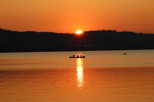 Herrlich schön, den Tag am See ausklingen zu lassen. (Bild: Irene Wanner, Sempach, 29. August 2019)
