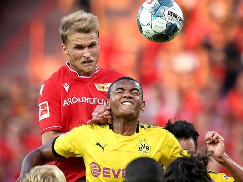 Manuel Akanji und seine Dortmunder Kollegen machten keine gute Figur (Bild: KEYSTONE/EPA/SASCHA STEINBACH)