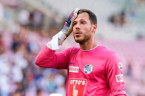Das war nichts: FCL-Torhüter Marius Müller mit einer bezeichnenden Geste. (Bild: Martin Meienberger/freshfocus, Genf, 4. August 2019)