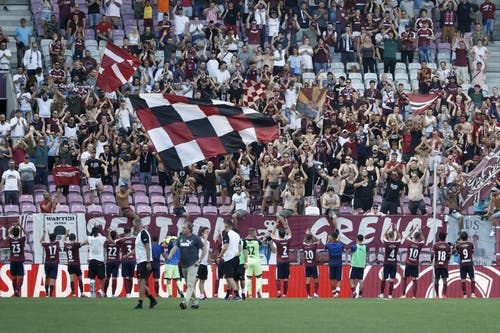 Die Genfer feiern ihren 1:0-Sieg gegen den FC Luzern. (Bild: Keystone/Salvatore Di Nolfi, Genf, 4. August 2019)