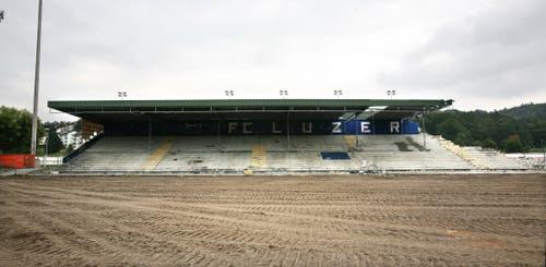 Blick von der Haupttribüne aus auf die Stehrampe, von wo aus die FCL-Fans ihre Mannschaft anfeuerten. (Bild: Manuela Jans-Koch, 26. August 2009)