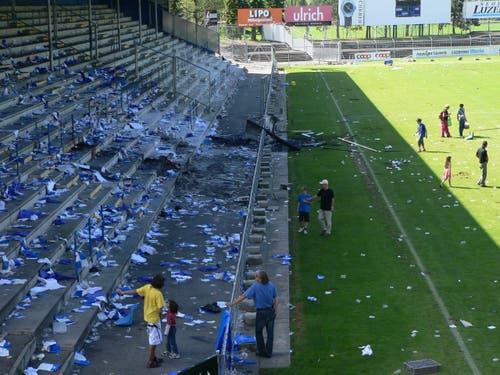 Das Allmend Stadion, hier die Stehtribüne der Fans, am Morgen nach dem letzten Spiel. (Bild: Jérôme Martinu)