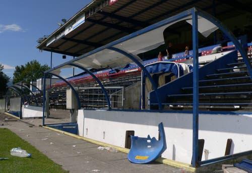 """Das Allmend Stadion, hier die """"ausgeweidete"""" Trainerbank, am Morgen nach dem letzten Spiel. (Bild: Jérôme Martinu)"""