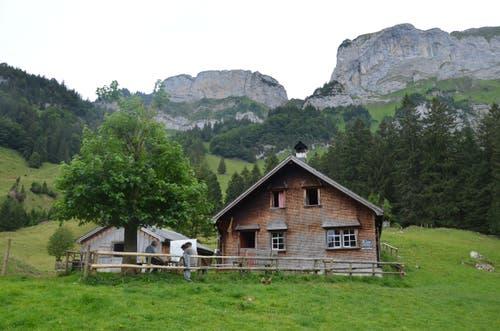 Auf halbem Weg kommt man an der Alpkäserei Grosshütten vorbei.