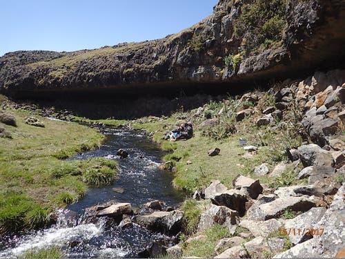 Der Felsunterstand Fincha Habera im Bale-Gebirge in Äthiopien war bereits vor über 30'000 Jahren Unterschlupf für steinzeitliche Jäger. (Bild: Götz Ossendorf)