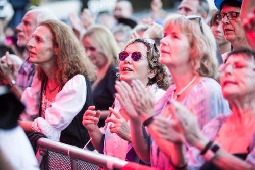 Ein Blick ins Publikum beim Volksschlager Openair auf dem Heitere. (Bild: Manuela Jans-Koch, 8. August 2019, Zofingen)