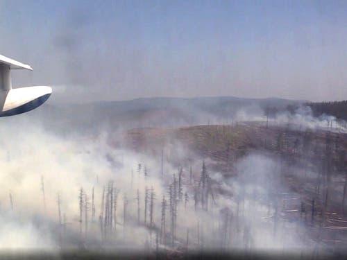 «Putin-Dämmerung» angebrochen: Dem russischen Präsidenten setzen die Waldbrände in der Taiga zu. (Bild: KEYSTONE/AP Emergency Situations Ministry Press Service)