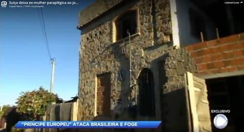 Aus diesem Fenster soll der Schweizer seine Ex-Partnerin geworfen haben. (Bild: Screenshot Fernsehsender R7)