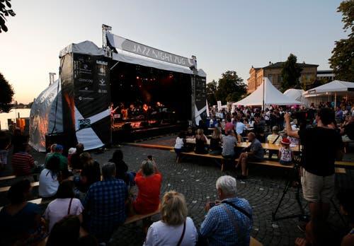 Die Zuger Altstadt wurde zur Bühne für Jazzliebhaber. (Bild: Stefan Kaiser, 30. August 2019)