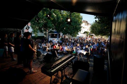 Die Jazz Night Zug stellte mehrere Bühnen in der Altstadt und dem Landsgemeindeplatz. (Bild: Stefan Kaiser, 30. August 2019)