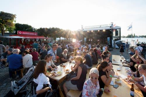 Die Zuger Altstadt wurde zur Jazzbühne – bei herrlichem Wetter. (Bild: Maria Schmid, 29. August 2019)
