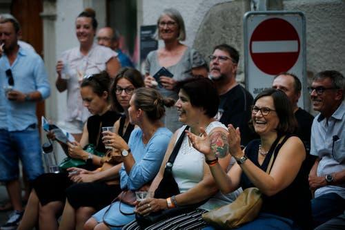 Die Zuhörerinnen freut's! (Bild: Stefan Kaiser, 30. August 2019)
