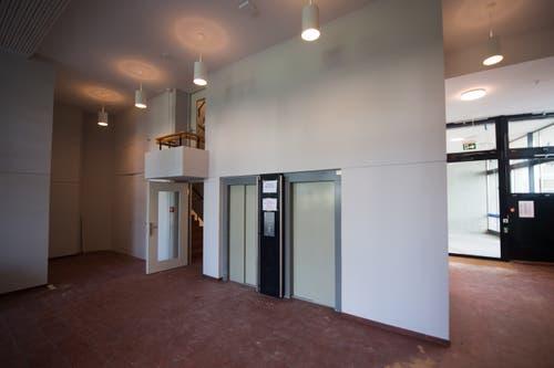 Das Aalto Hochhaus: Einblick in den Eingangsbereich. (Bild: Boris Bürgisser, Luzern, 29. August 2019)