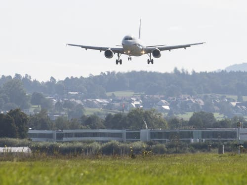 Weniger Lärm beim Landen dank eines Forschungsprojekts, das im Moment am Flughafen Zürich durchgeführt wird. (Bild: KEYSTONE/ENNIO LEANZA)