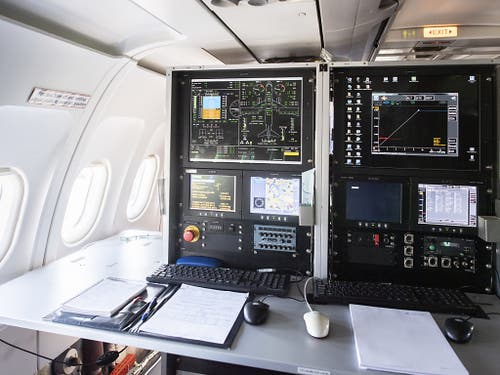 Im Innern des Testflugzeugs werden alle Bewegungen registriert und ausgewertet. (Bild: KEYSTONE/ENNIO LEANZA)