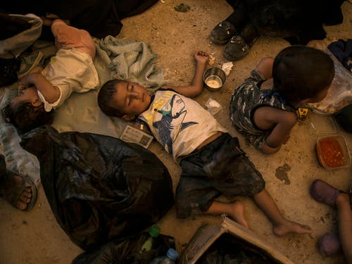Im Lager Al-Hol in Syrien fehlt es an allem. Mindestens 390 Kinder starben dort in diesem Jahr wegen Mangelernährung oder Infektionen, die bei richtiger Versorgung überlebt hätten. (Bild: KEYSTONE/AP/BADERKHAN AHMAD)