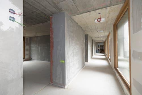 Im Durchgang befinden sich auch mehrere Räume, welche die künftigen Bewohnerinnen und Bewohner unterschiedlich nutzen können.
