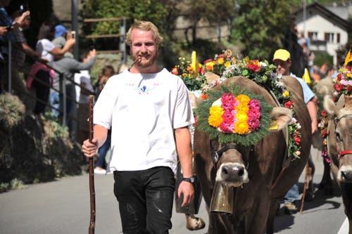 Beim Alpabzug in Wassen waren farbig geschmückte Kühe zu bestaunen. (Bild: Urs Hanhart, 14. September 2019)