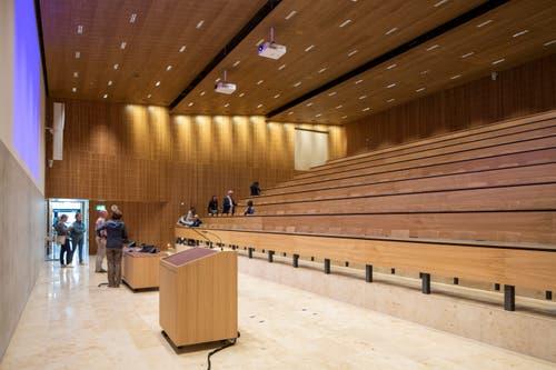 Das Auditorium des neuen HSLU-Standorts. (Bild: Patrick Hürlimann, Rotkreuz, 14. September 2019)