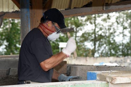 Neben Maschineneinsatz ist auch viel Handarbeit gefragt.