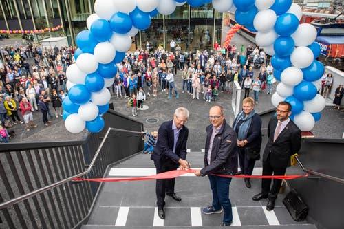 Die Personenüberführung über dem Bahnhof Rotkreuz ist fertig und wird anlässlich des «Suurstoffi Open Days» eröffnet. (Bild: Patrick Hürlimann, Rotkreuz, 14. September 2019)