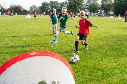 Statt auf Tore mit Torhütern sollen Kinder neu auch auf sogenannte Mini-Tore spielen. (Bild: Claudio de Capitani)