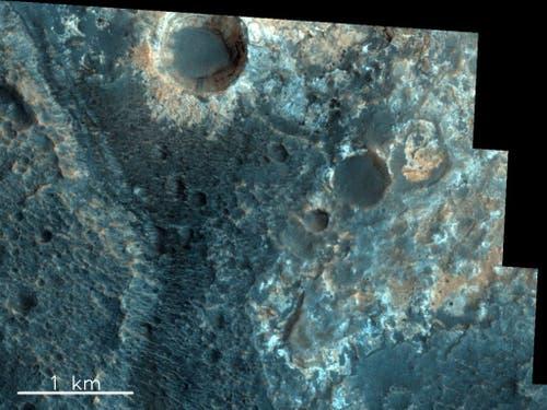 Dieses Bild ist besonders interessant, da die verschiedenen Schichten in den Wänden des kleinen Kraters oben im Bild freigelegt sind, was ein Fenster in die Vergangenheit öffnet. (Bild: ESA/Roscosmos/CaSSIS, CC BY-SA 3.0 IGO)